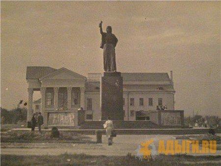 Нальчик 1957 год. Памятник Марии