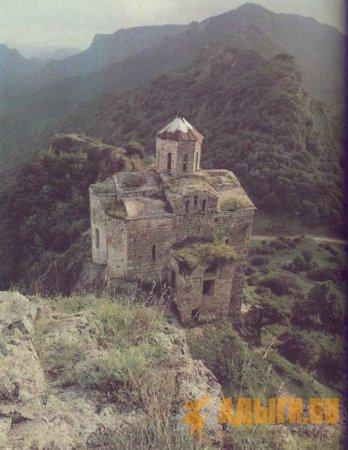 Шоанский храм (Х-ХI вв.) на пути из Черкесска в Домбай.