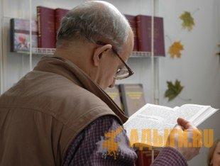 Языковед Каплан ХУРАТОВ выдвинул смелую гипотезу – в германских языках достаточно много слов, заимствованных из адыгейского
