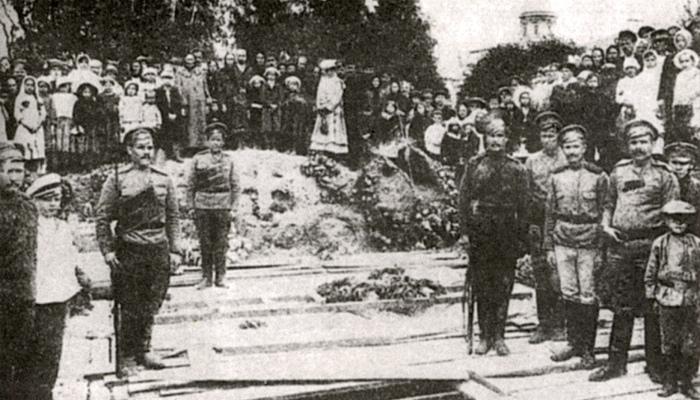 О похоронах героев-казаков, сражавшихся с большевиками в июле 1917 года.
